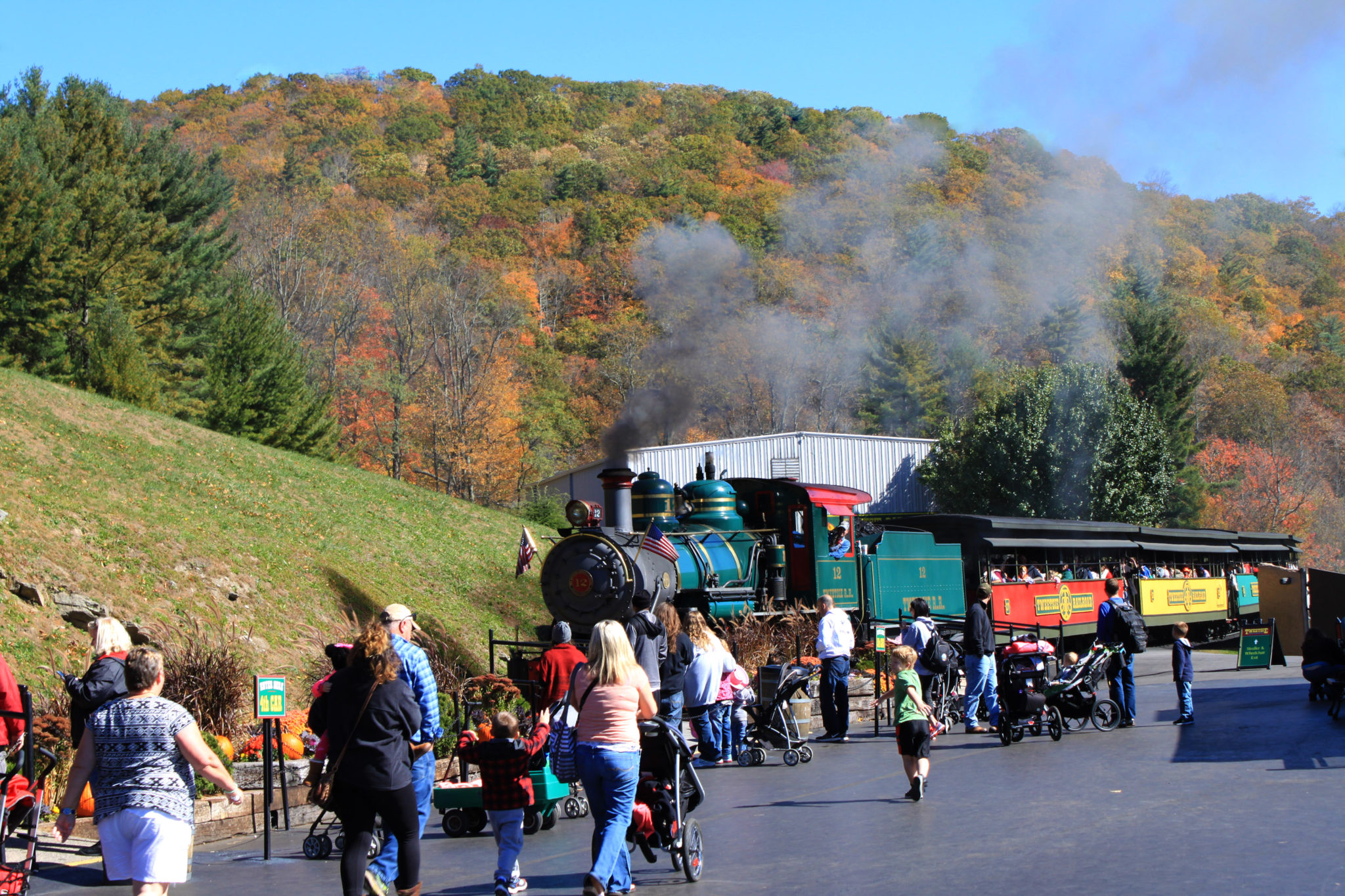 fall foliage at Tweetsie railroad blowing rock nc