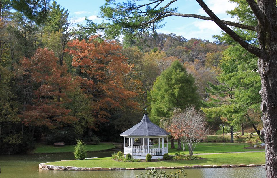 Broyhill park and peak autumn foliage
