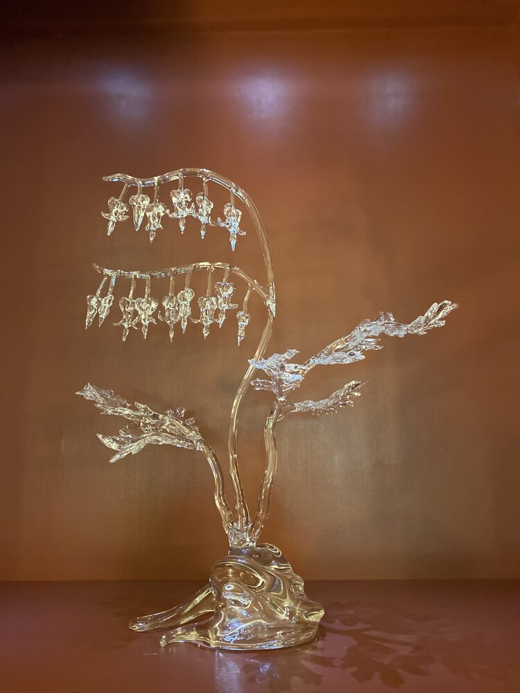 Ronnie Hughs, Bleeding Heart 1, 2003, blown glass. Collection of Bo Henderson and Ed Springs.