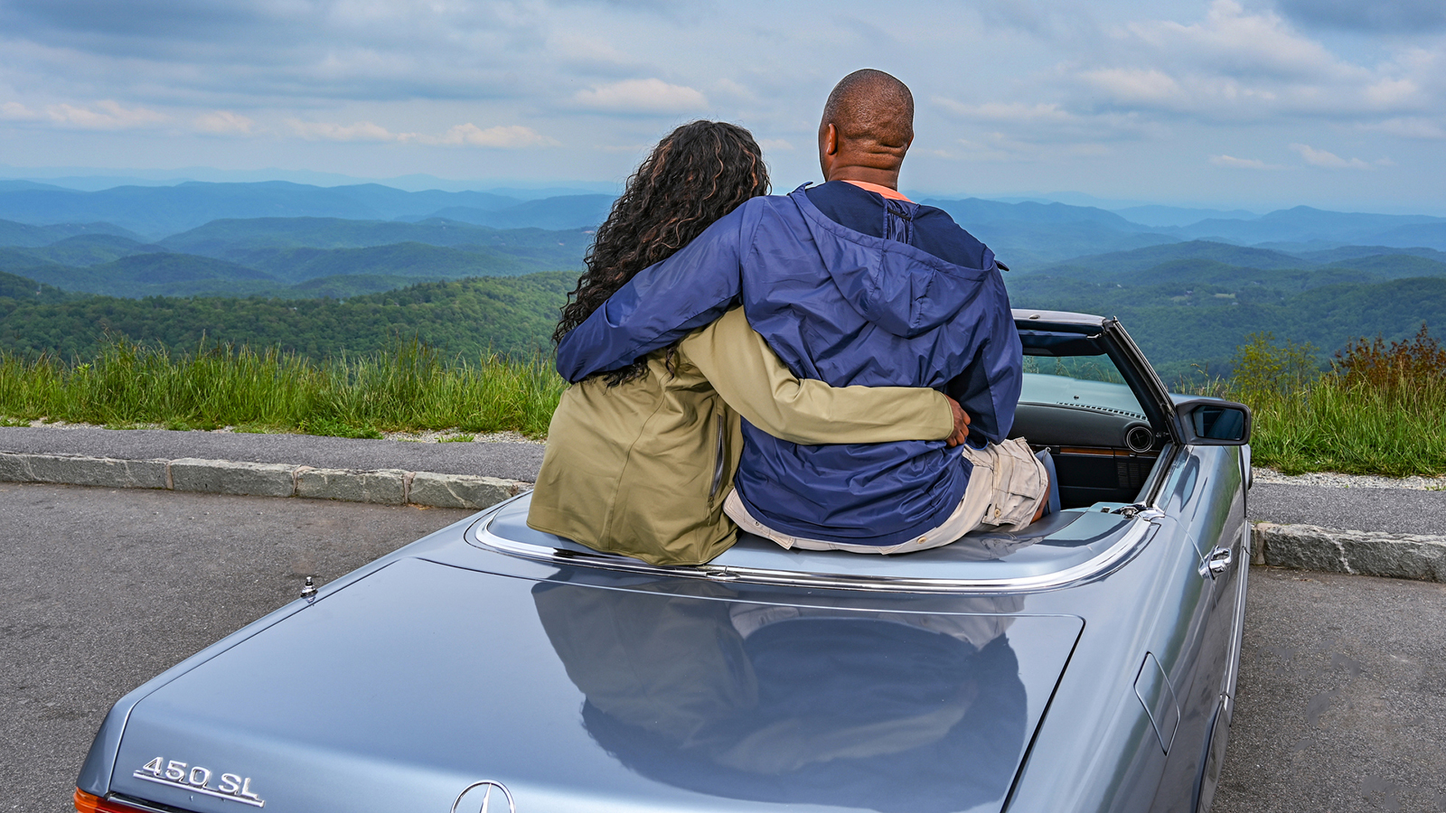 Thunder Hill Overlook view with couple in Mercedes convertible